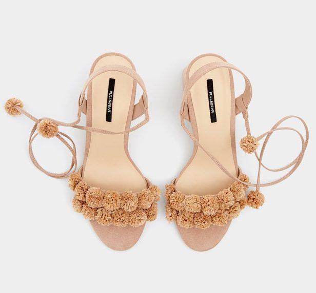 U Pull&Bearu smo pronašli preslatke sandale s pomponima!