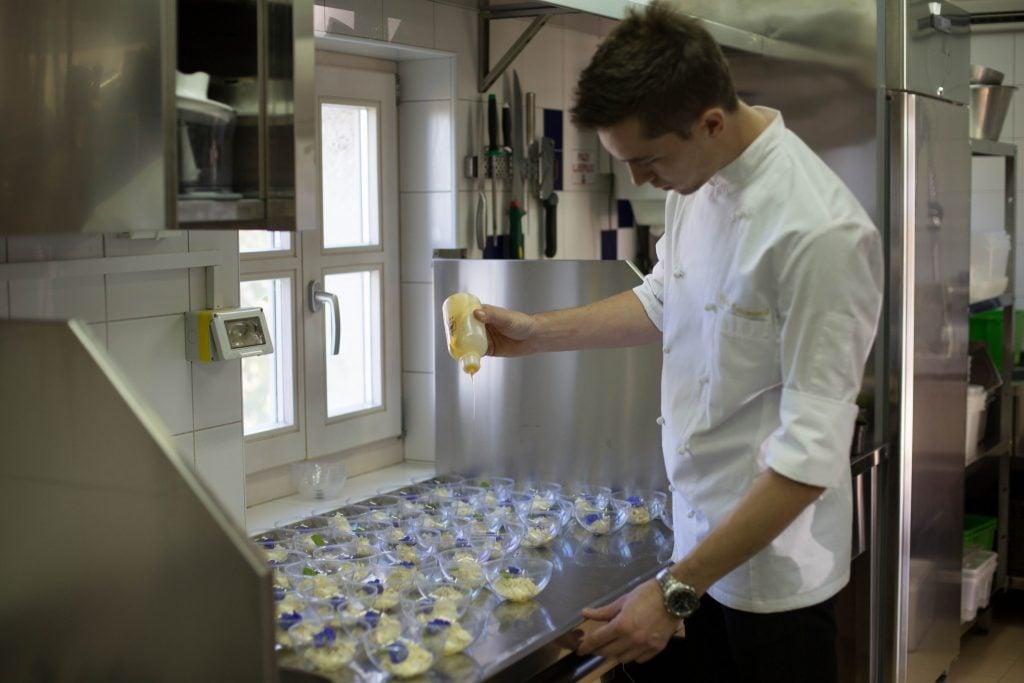 Chef Nikola Tadijanović vodi brigu o svim fazama pripreme.
