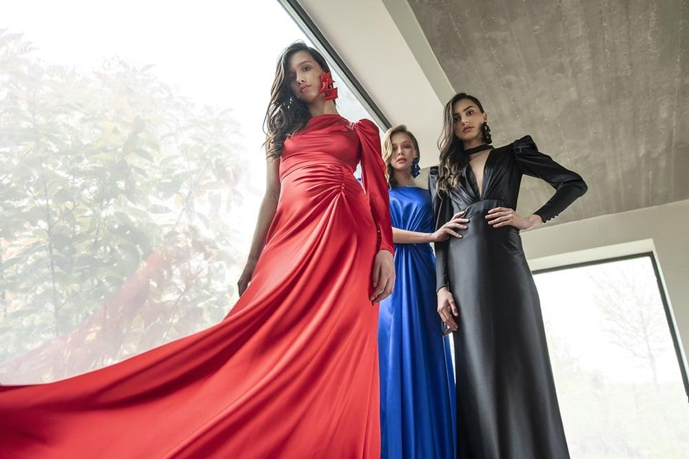 Vibrantne boje, statement rukavi i drapirani detalji prizivaju osamdesete u novoj eNVy room kolekciji