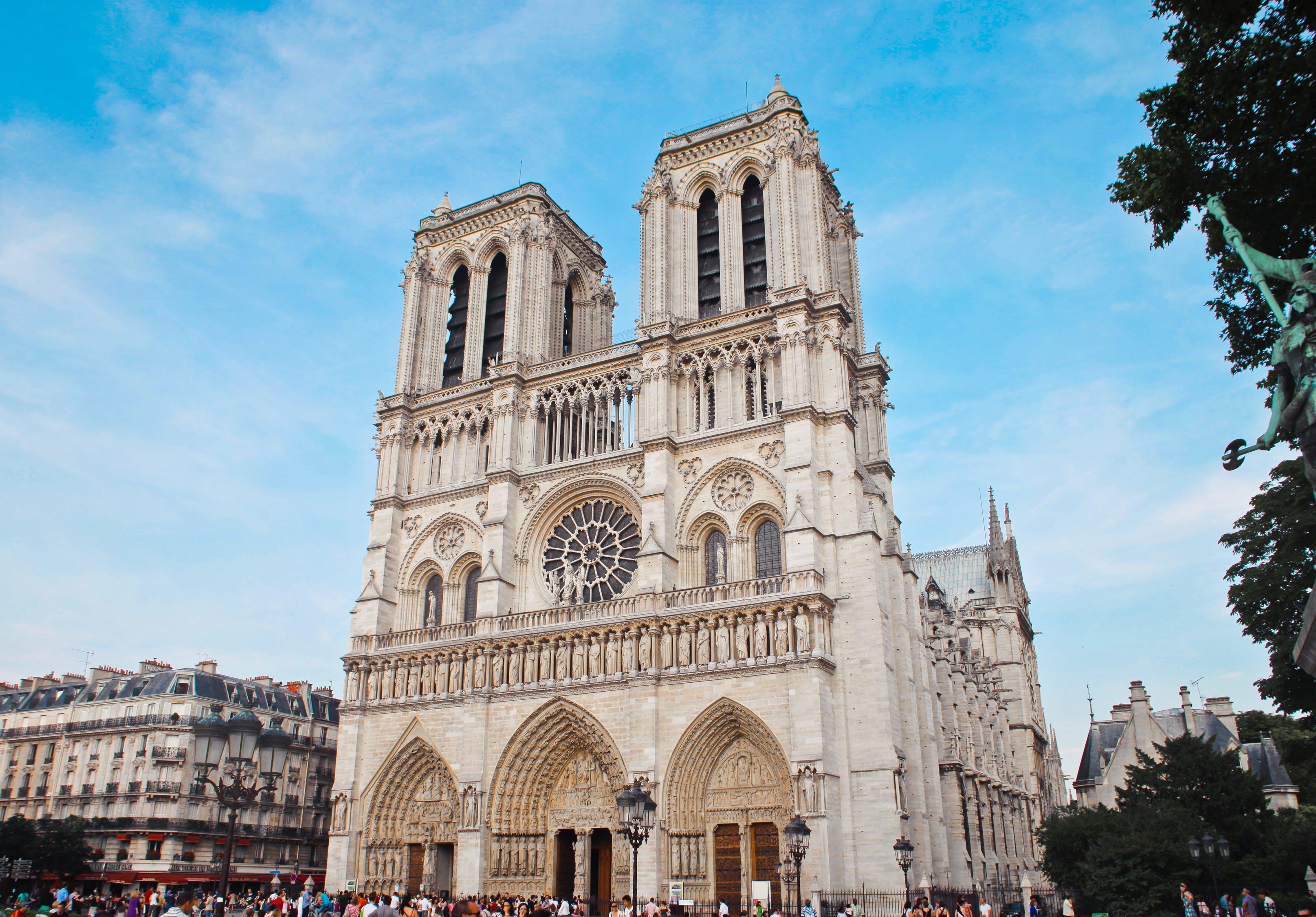 Svijet oplakuje parišku katedralu Notre-Dame