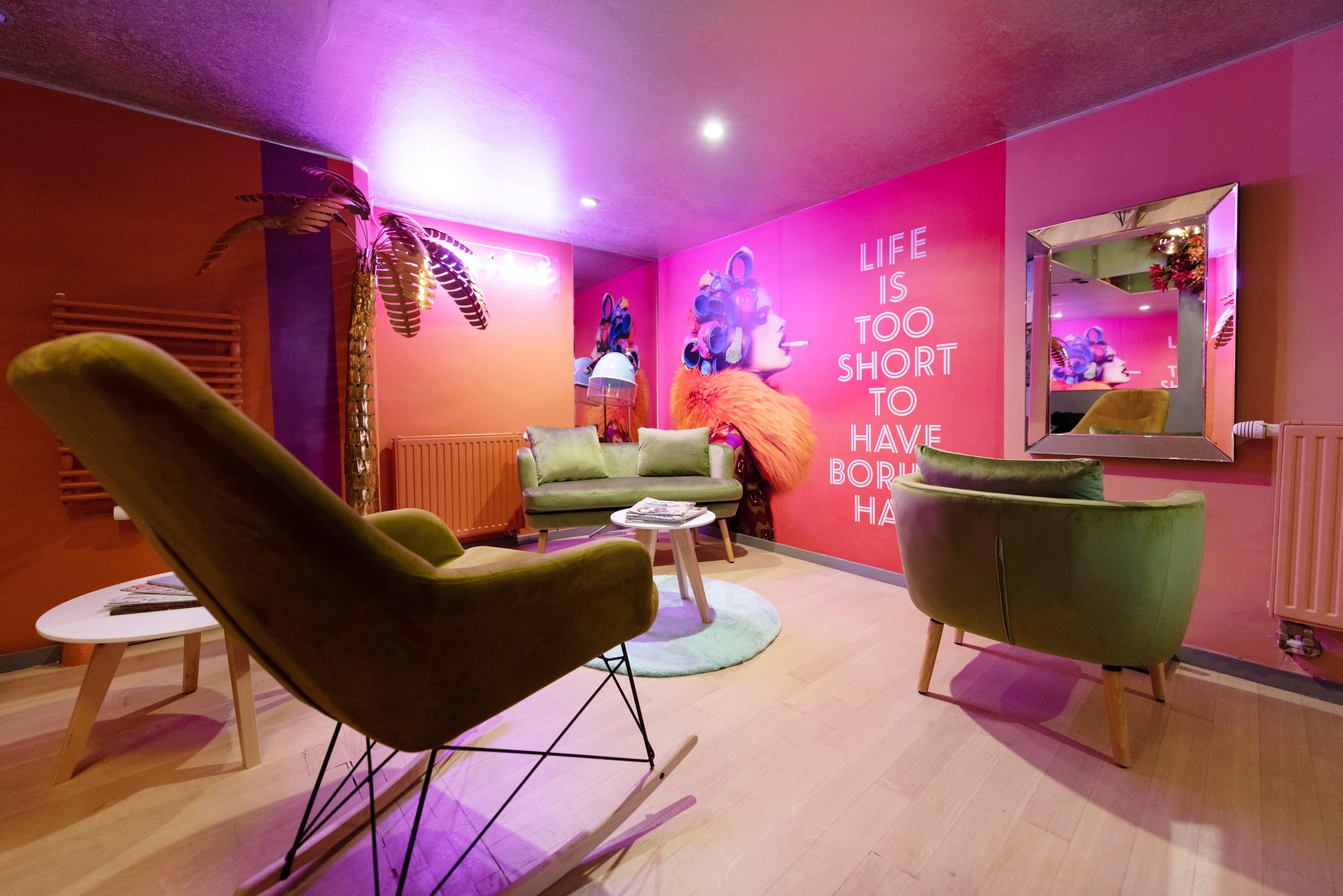 Ovaj salon u centru Zagreba ima ružičasti interijer koji mami na fotografiranje