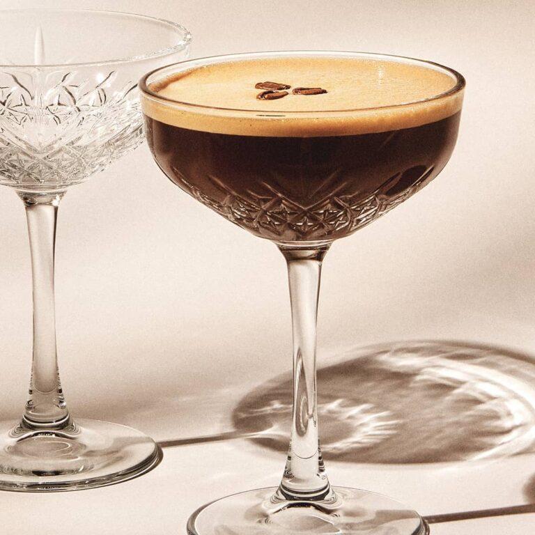 Volite kavu, a volite i koktele? Isprobajte espresso martini s twistom i uživajte