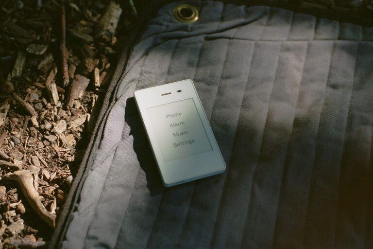 Uz ovaj minimalistički smartphone lako ćete izbjeći društvene mreže, mailove i clickbait vijesti