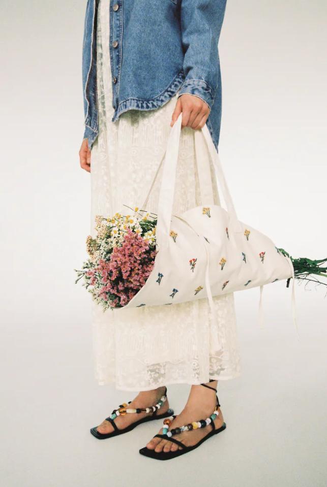 Najslađi dodatak koji nam treba – Zarina torba za nošenje cvijeća
