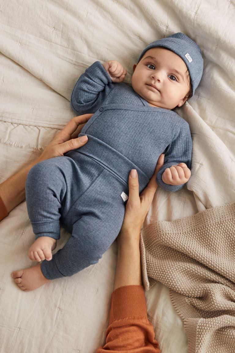 H&M je u prodaju pustio kompletiće za bebe koji s vremenom rastu skupa s njima!